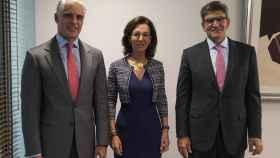 Los banqueros Ana Botín, José Antonio Álvarez y Andrea Orcel, en el momento de su elección como consejero delegado.