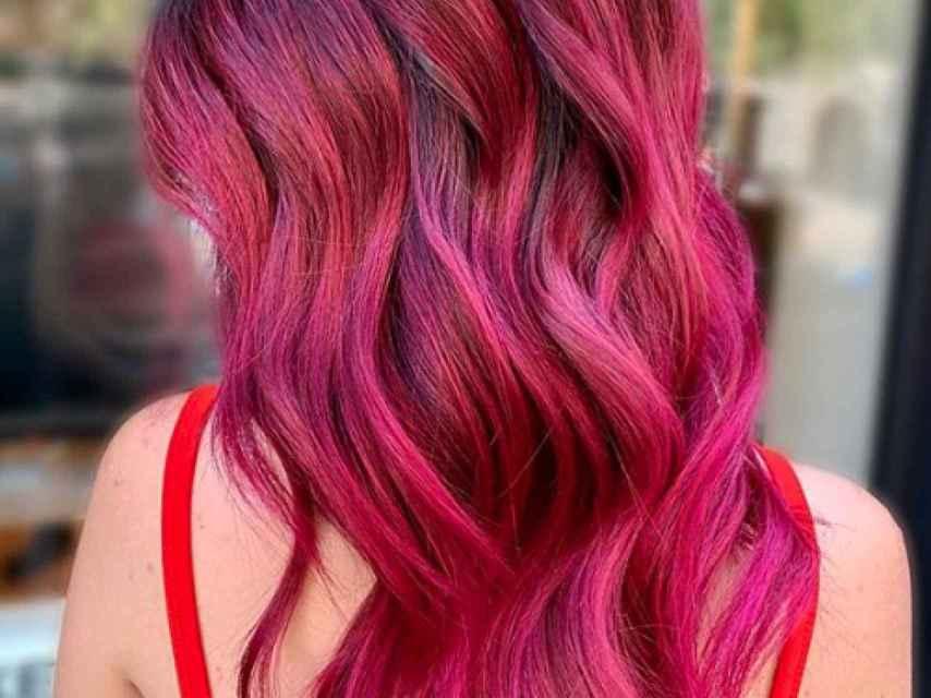 El 'cherry red' se posiciona como una de las grandes tendencias capilares.