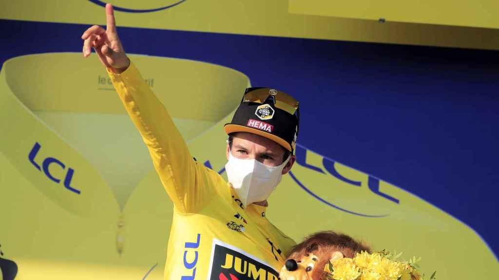 Primoz Roglic, en el podio de la etapa 15 del Tour de Francia 2020