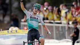 Lennard Kamna celebra su victoria en la etapa 16 del Tour de Francia 2020