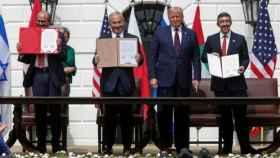 El momento de la firma del acuerdo.
