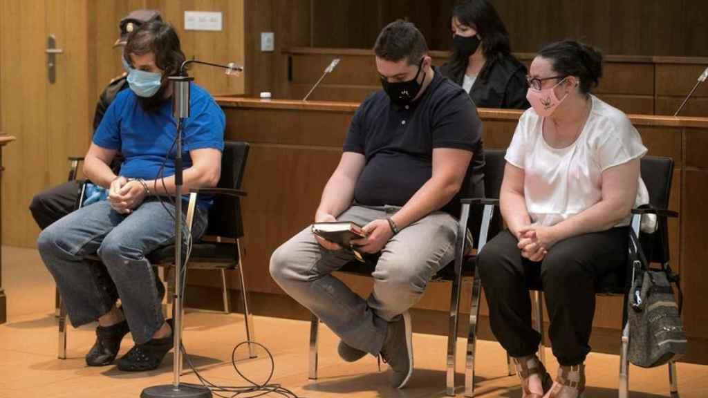 Iván, Marcos y Nieves, en el banquillo de los acusados