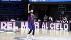 Nikola Mirotic celebra una canasta del Barcelona