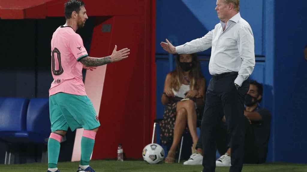 Saludo entre Messi y Ronald Koeman