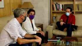 Reunión del vicepresidente segundo y líder de Podemos, Pablo Iglesias, con diputados de Bildu.