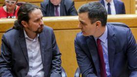 Pedro Sánchez, en el Senado junto a Pablo Iglesias.