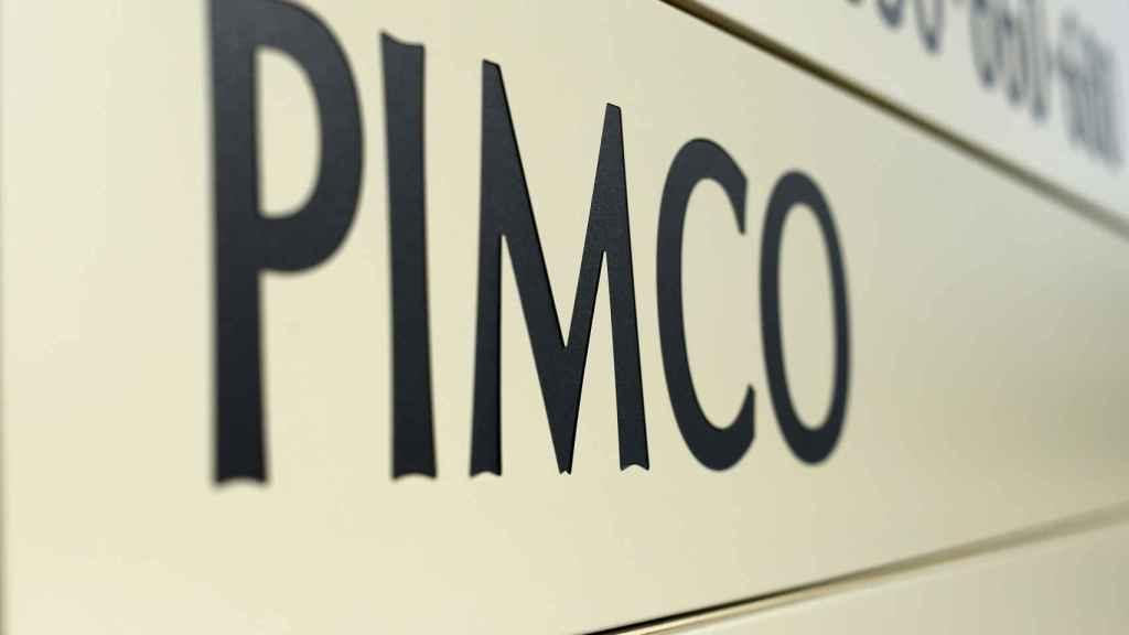 Cartel de PIMCO en su sede principal de Newport Beach.