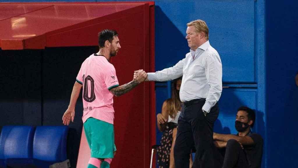 Leo Messi y Ronald Koeman, durante el amistoso ante el Girona