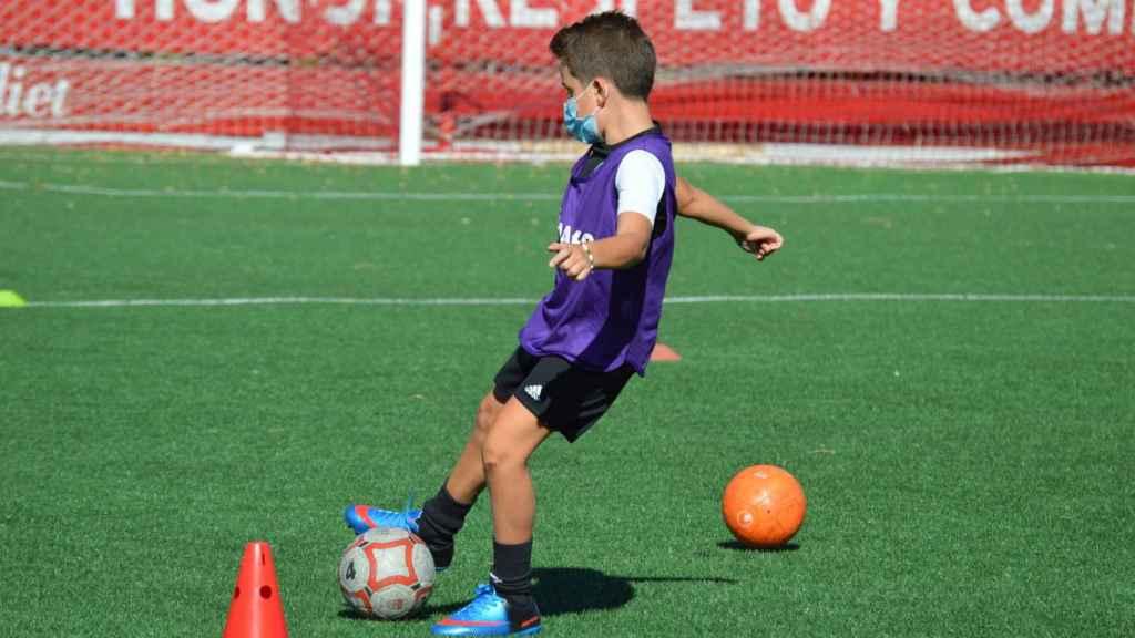 Uno de los niños de la cantera del Atlético de Pinto
