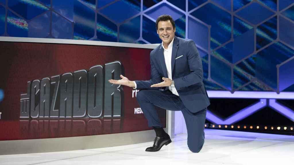 Ion Aramendi en una imagen promocional de su programa 'El cazador', en TVE.