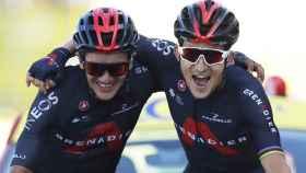 Richard Carapaz y Michal Kwiatkowski entran juntos en la etapa 19 del Tour de Francia