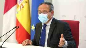 El consejero de Hacienda y Administraciones Públicas de la Junta, Juan Alfonso Ruiz Molina, este jueves en rueda de prensa. Foto: Óscar Huertas