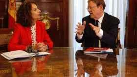 La ministra de Hacienda, María Jesús Montero, y el presidente valenciano, Ximo Puig. EFE/PACO CAMPOS