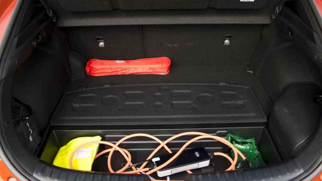 El maletero tiene una capacidad justa porque alberga las baterías.