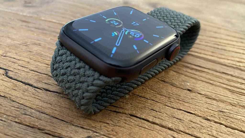 Apple Watch SE con correa Solo Loop trenzada