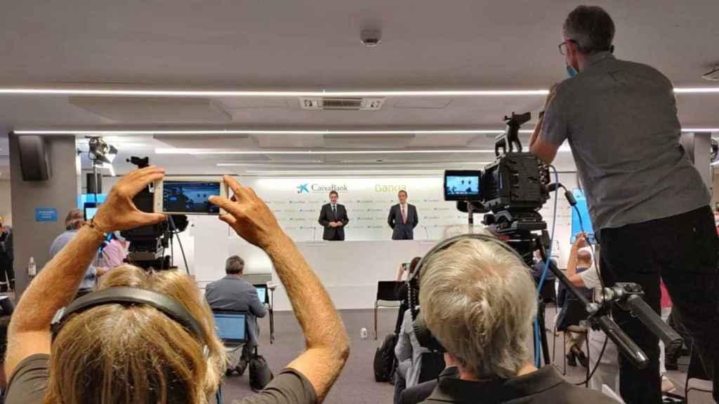 Bankia y CaixaBank presentan su proyecto de fusión.