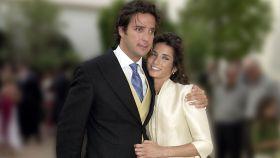 Macarena Rey y Javier Goyeneche el día de su boda en Ibiza.