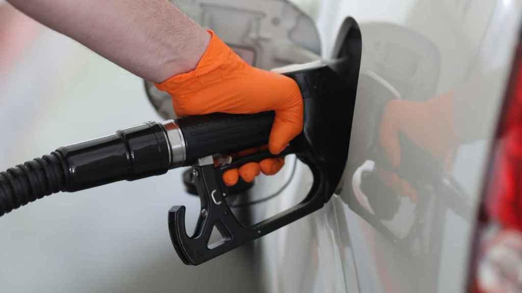 Un usuario medio de diésel pagará entre 15 y 66 euros más al año con el nuevo impuesto.