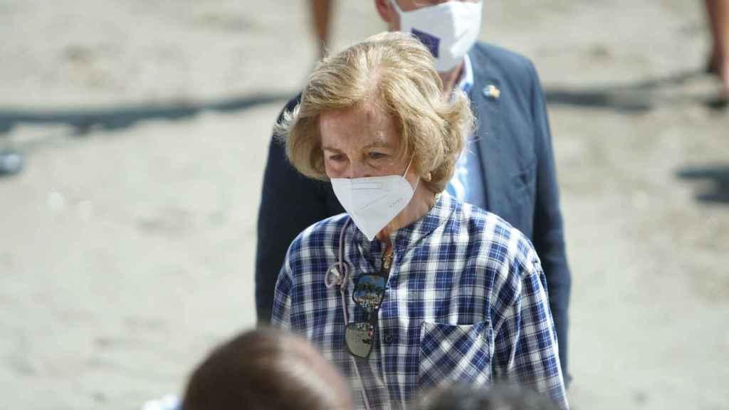 La reina Sofía, preocupada por la cantidad de basura que devuelve el mar.