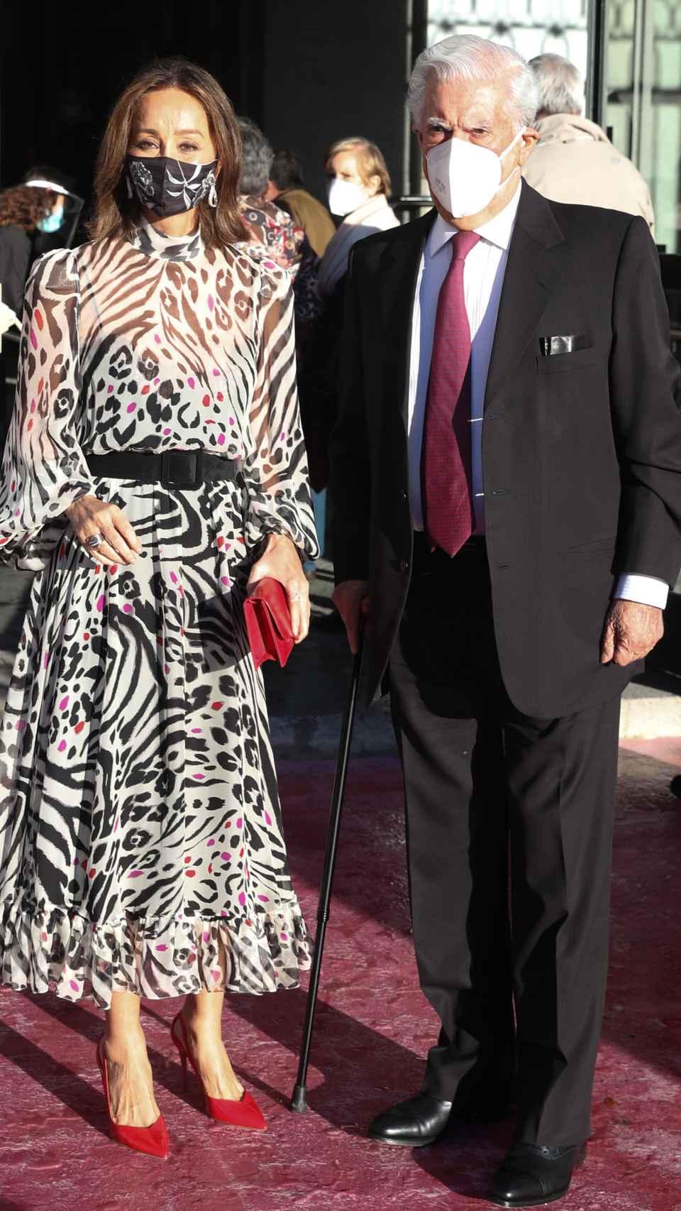 Isabel Preysler y su pareja, Mario Vargas Llosa, momentos antes de disfrutar de la ópera en Madrid.