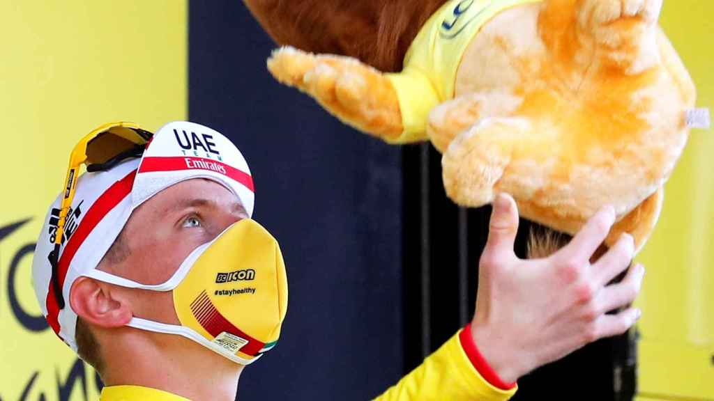 Pogaçar celebra el Tour con el león protocolario