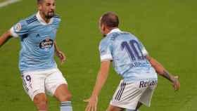 Iago Aspas y Nolito celebran uno de los goles del Celta