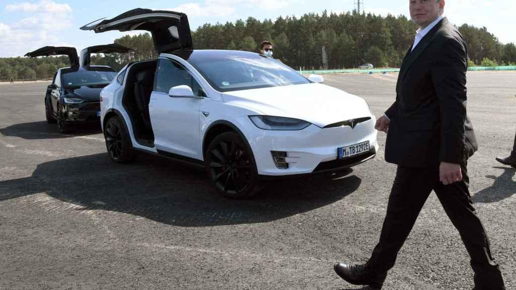 Elon Musk, presidente de Tesla, durante su visita a la próxima fábrica de Alemania.