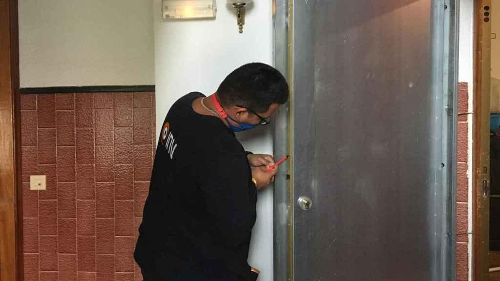 Esta empresa también cuenta con el servicio de instalación de puertas antiokupas.