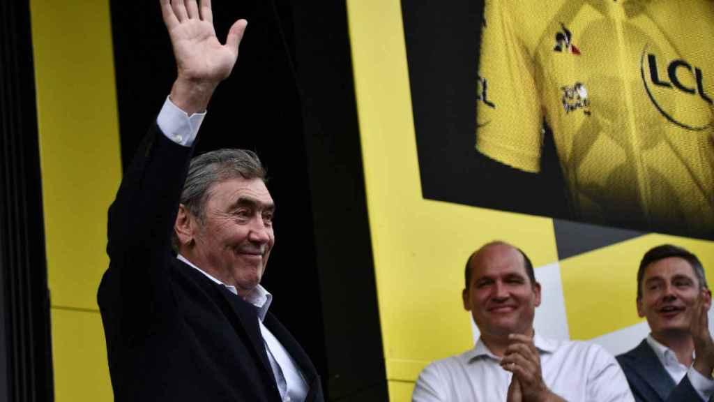 Eddy Merckx saludando al público