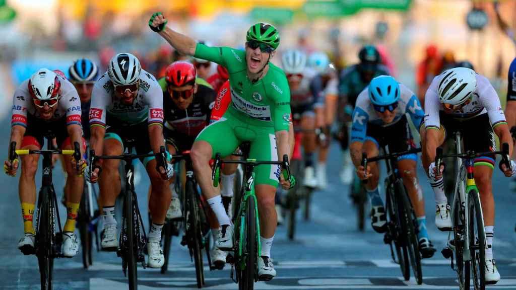Sam Bennett gana el sprint de París