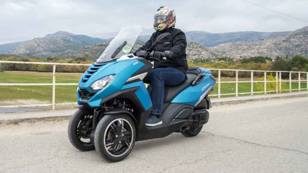 Esta 'moto' de tres ruedas se puede conducir con carné de coche.