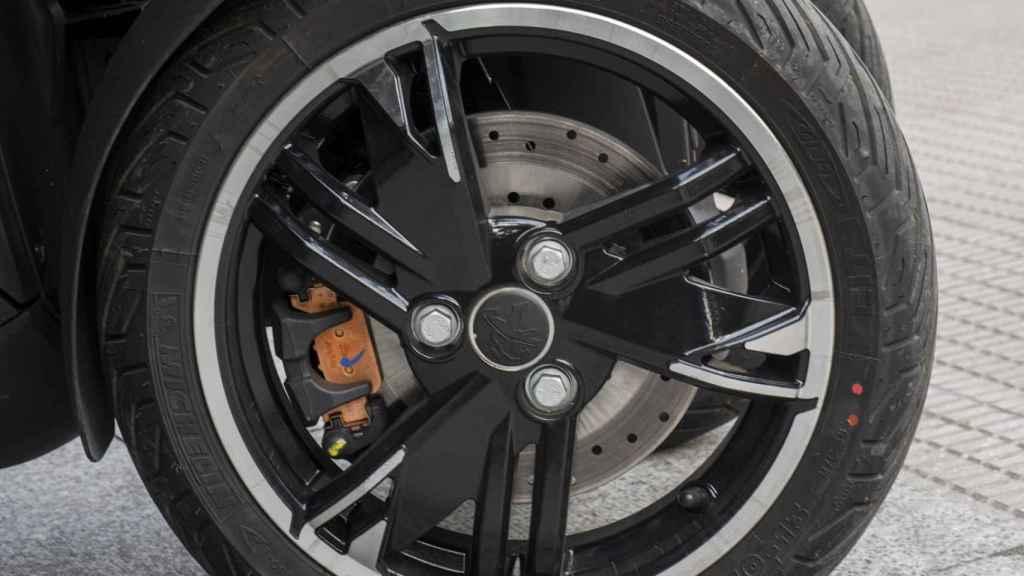 La doble rueda delantera ofrece mucha seguridad.