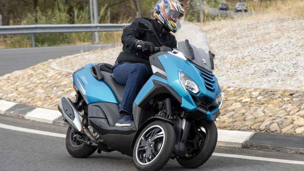 La doble rueda delantera aporta una gran seguridad.