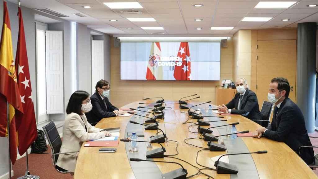 Salvador Illa y Enrique Ruiz Escudero, entre Carolina Darias e Ignacio Aguado, en la primera reunión del Grupo Covid-19.