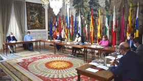 La ministra de Función Pública y Política Territorial, Carolina Darias, y los representantes sindicales de la función pública.