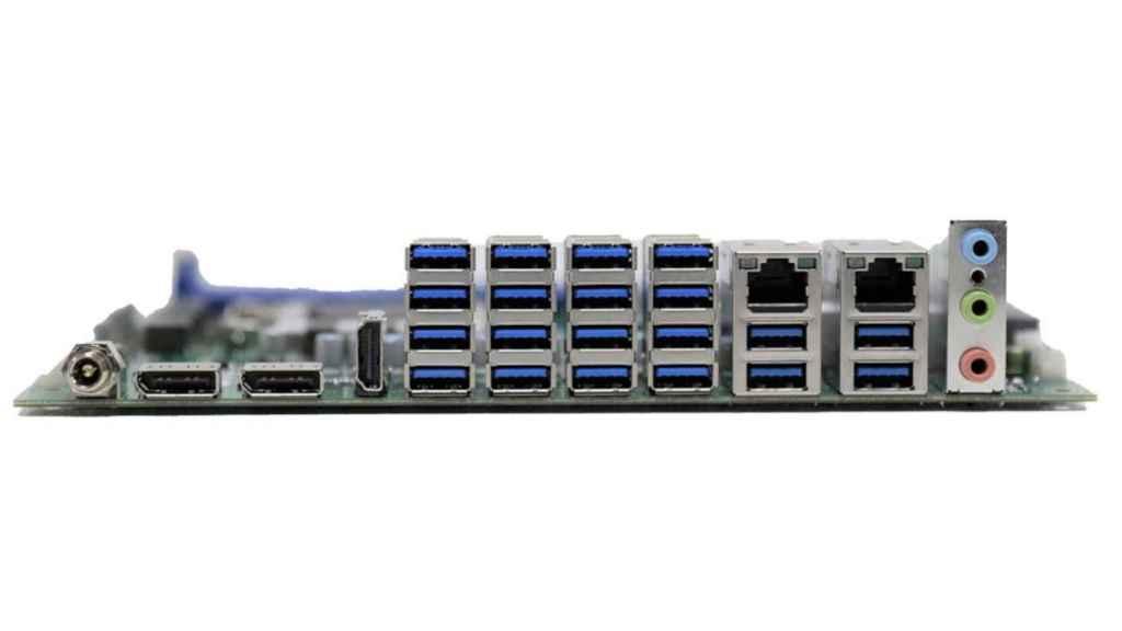 20 puertos USB en una placa base de ordenador