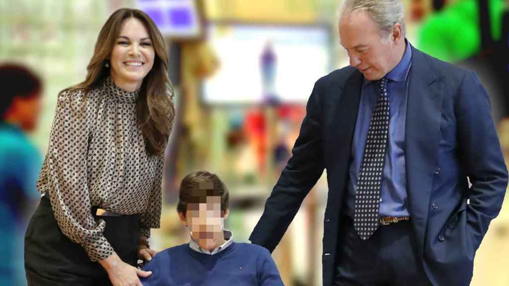 Fabiola Martínez junto a Bertín Osborne y su hijo Kike en imagen de archivo.