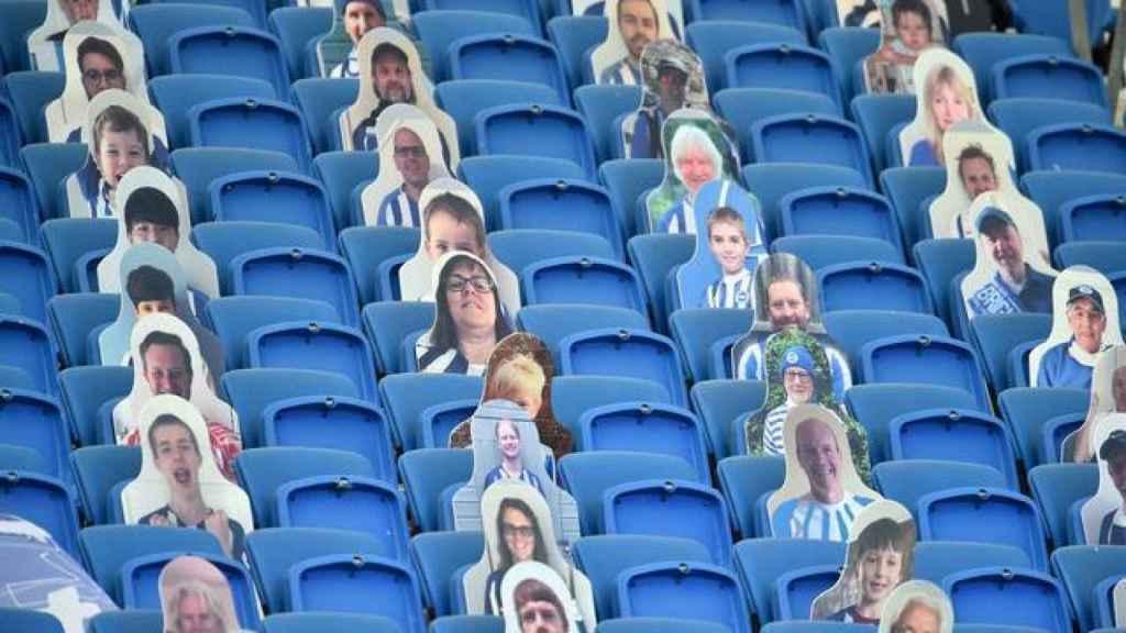 Grada de la Premier League con fotografías de sus aficionados
