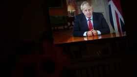 Boris Johnson durante su mensaje televisado a los ciudadanos británicos.