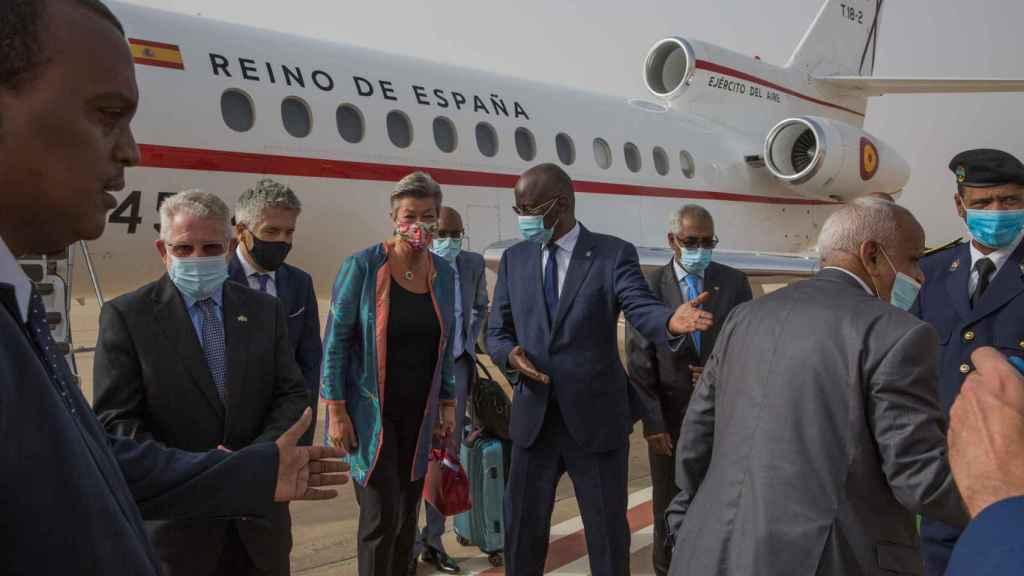 Grande-Marlaska y la comisaria de Interior, Ilva Johansson, durante una visita a Mauritana en septiembre