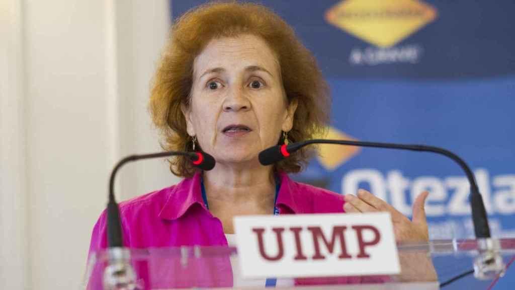 Margarita del Val durante una charla en los cursos de verano de la UIMP.