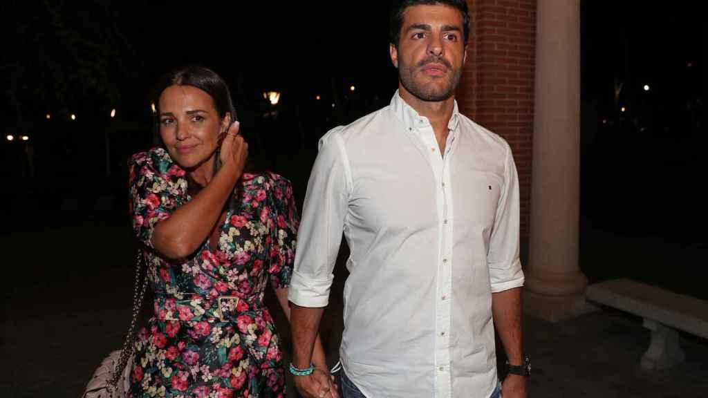 Paula Echevarría y Miguel Torres cenando en La Moraleja con amigos.