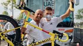 Joxean Fernández Matxín y Tadej Pogacar celebran el Tour de Francia