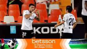 Los jugadores del Valencia celebran un gol en La Liga 2020/2021