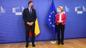 Pedro Sánchez, presidente del Gobierno, y Ursula von der Leyen, presidenta de la Comisión Europea, en Bruselas.