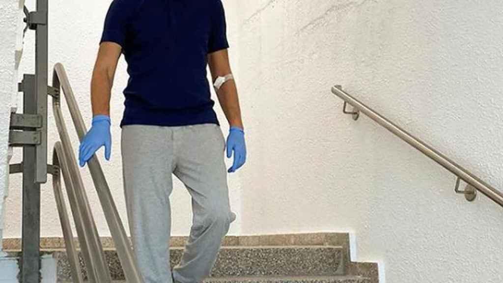 Navalny bajando las escaleras del hospital en una imagen de su Instagram.