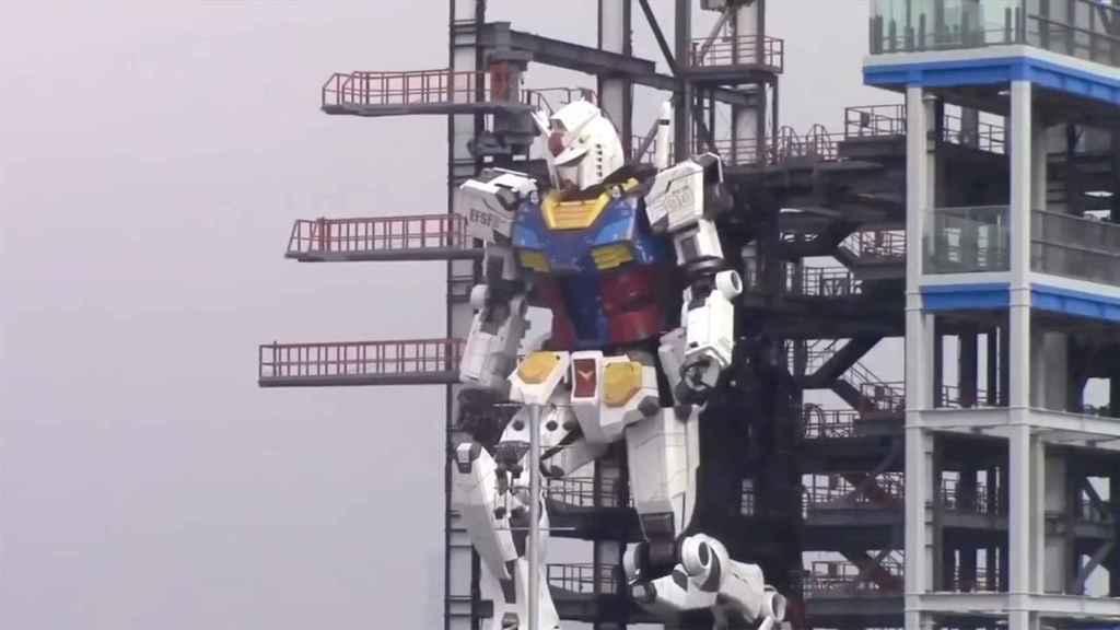 Fotograma del vídeo del Gundam RX-78-2 andando.