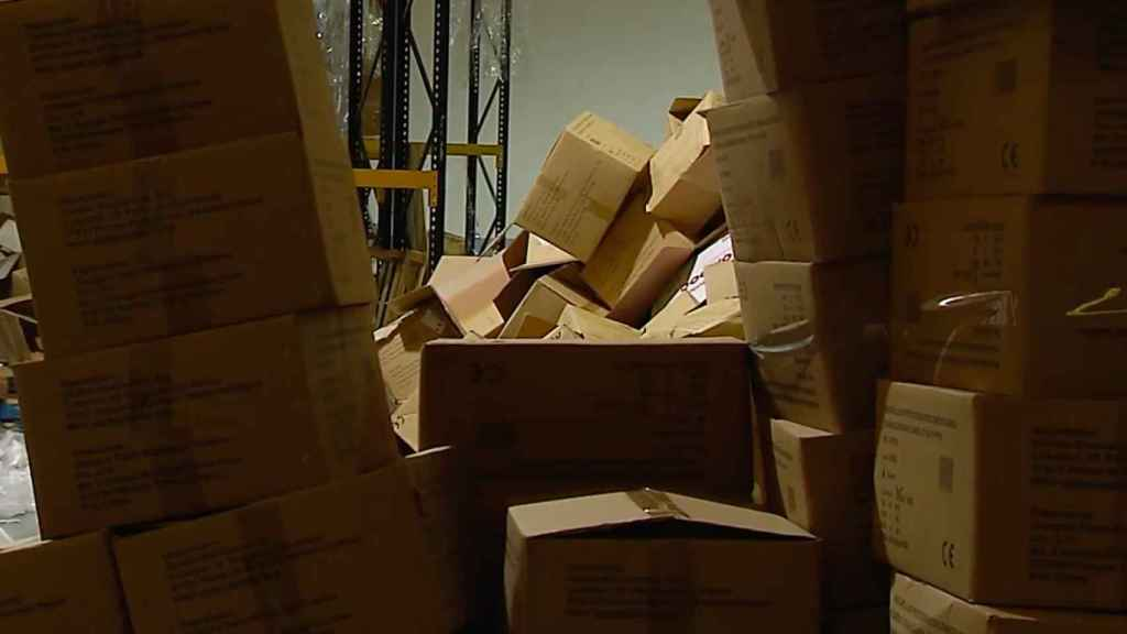 Cajas vacías en la nave.