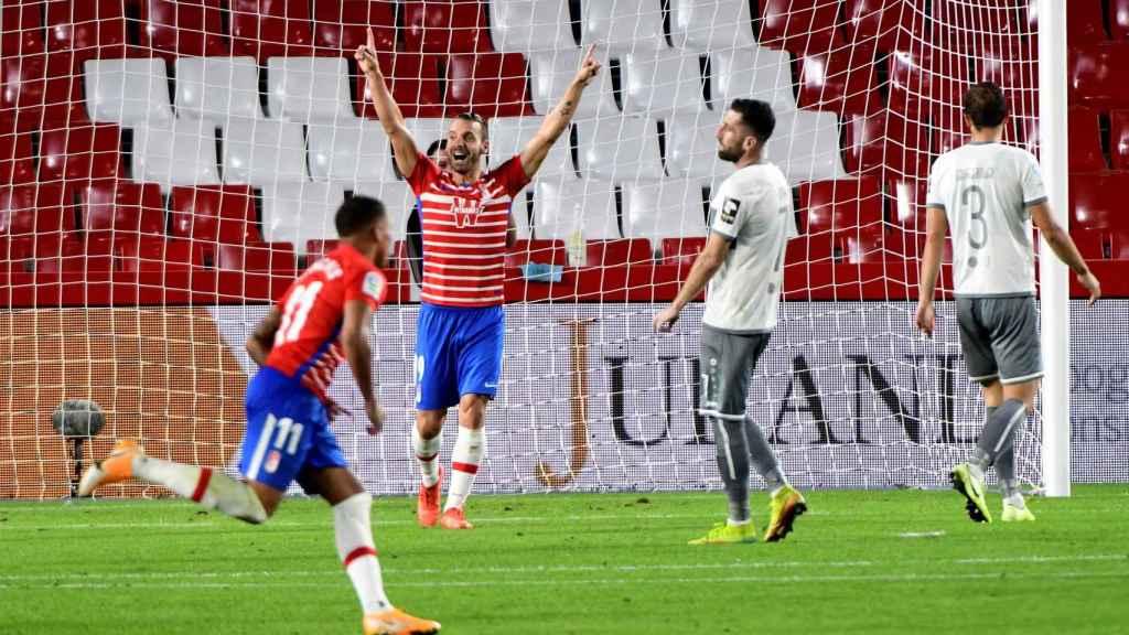 Roberto Soldado celebra un gol del Granada