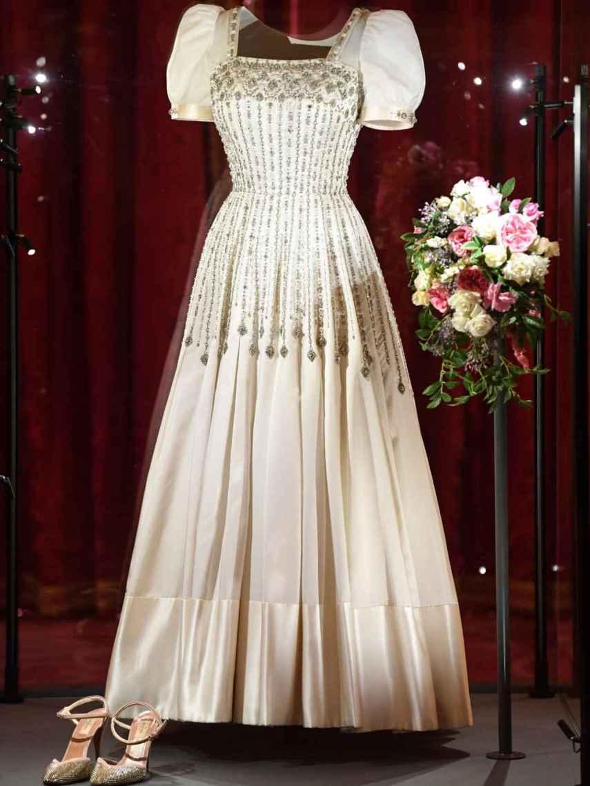 Beatriz De York Exhibe Su Histórico Vestido De Novia En El Castillo De Windsor